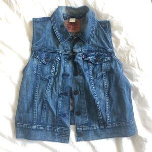 Levi's denim vest - perfect for summer!